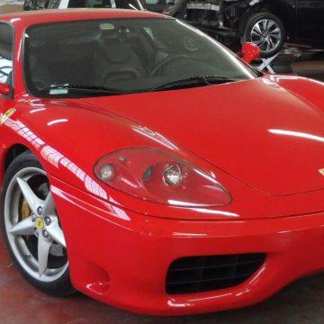 Verniciatura e lucidatura su Ferrari