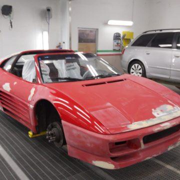 Verniciatura su Ferrari Testarossa del 1990 Pininfarina